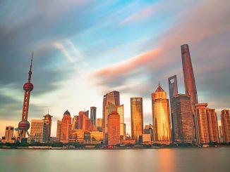 Oriental Pearl Tower, Shanghai by zhangkaiyv (Unsplash.com)