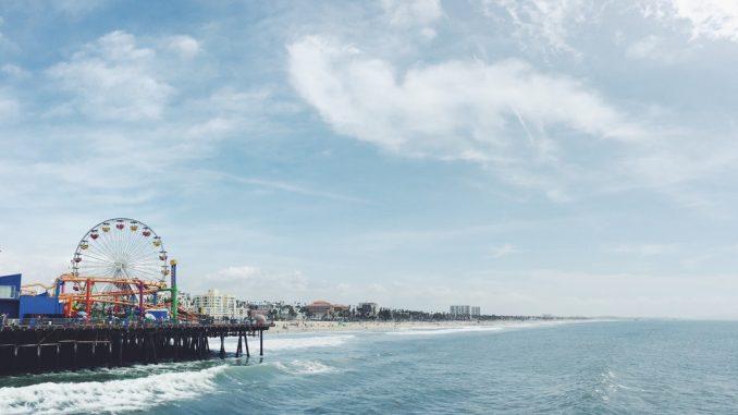 Santa Monica Pier, California by robertbye (Unsplash.com)