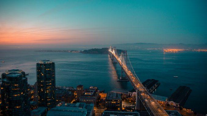 Oakland Bridge by jtbean (Unsplash.com)