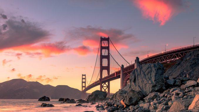 Golden Gate Bridge in San Francisco by oplattner (Unsplash.com)
