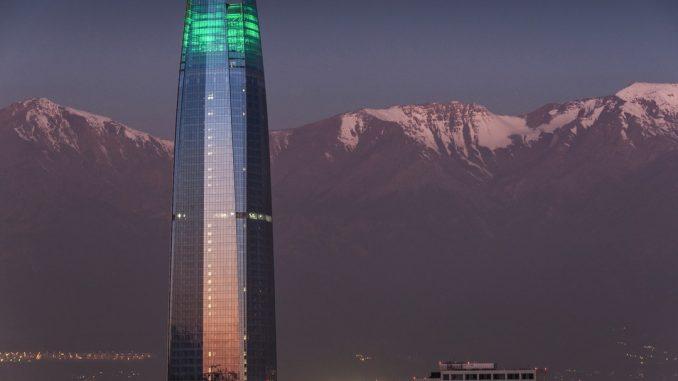 landscape photography of glass building by xnahmias (Unsplash.com)
