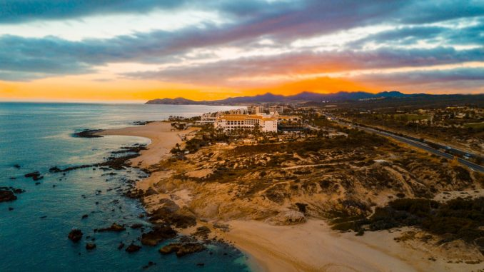 Sunset over San José del Cabo beach by sanfrancisco (Unsplash.com)