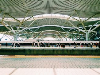 waiting for the railway in changsha south railway station. by landall (Unsplash.com)