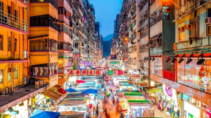 Mong Kok Night Market by francoishurtaud (Unsplash.com)