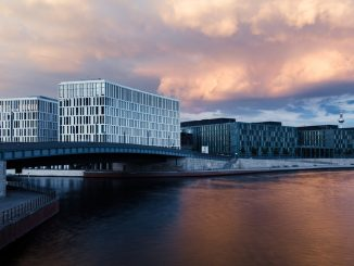 Modern Berlin architecture by River Spree by sapegin (Unsplash.com)