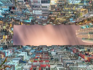 Cramped housing by stevenwei (Unsplash.com)