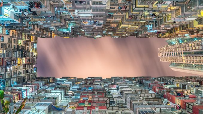 Cramped housing by stevenwei (Unsplash.com)