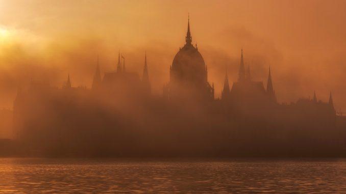 Hungarian Parliament in Hungary. by danesduet (Unsplash.com)