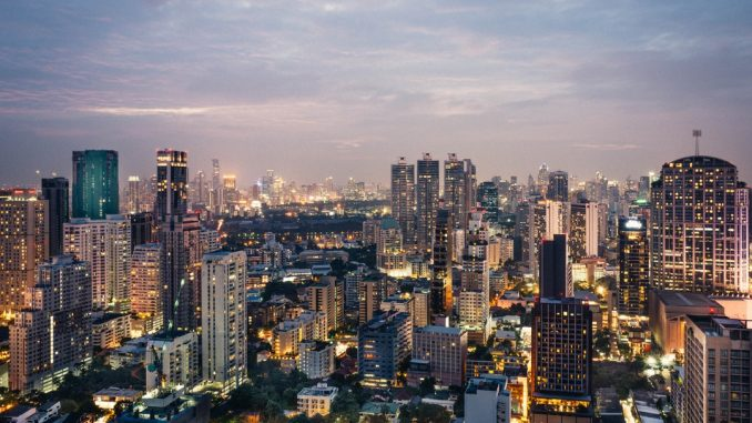 Cityscape of Bangkok Downtown by andreasbruecker (Unsplash.com)