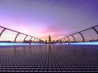Evening over Millennium Bridge by padolsey (Unsplash.com)