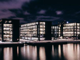 Bank headquarters by sandrokatalina (Unsplash.com)