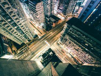 Hong Kong night by rikkichan89 (Unsplash.com)