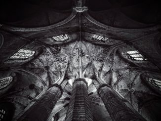 gothic ceiling in barcelona by mvdheuvel (Unsplash.com)