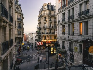 Montmartre streets at dusk by heytowner (Unsplash.com)