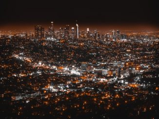 Night Los Angeles by dnevozhai (Unsplash.com)
