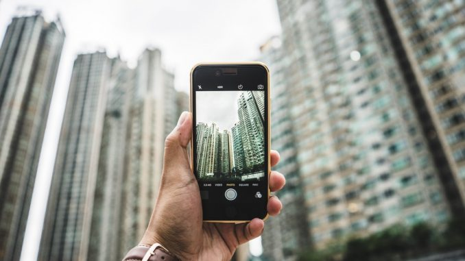 Photographing skyscrapers by bantersnaps (Unsplash.com)