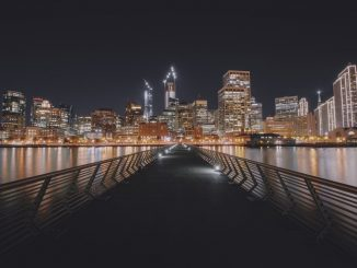 San Francisco as seen from Pier 14 by jansenderek (Unsplash.com)