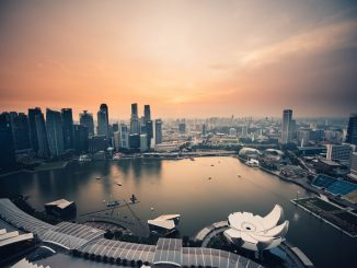 Evening over Singapore marina by chuttersnap (Unsplash.com)