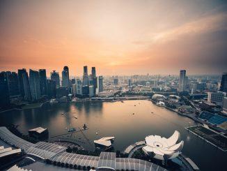 Evening over Singapore marina by chuttersnap (Unsplash.com)