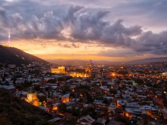 A glorious sunset over Tbilisi, Georgia by jaanus (Unsplash.com)