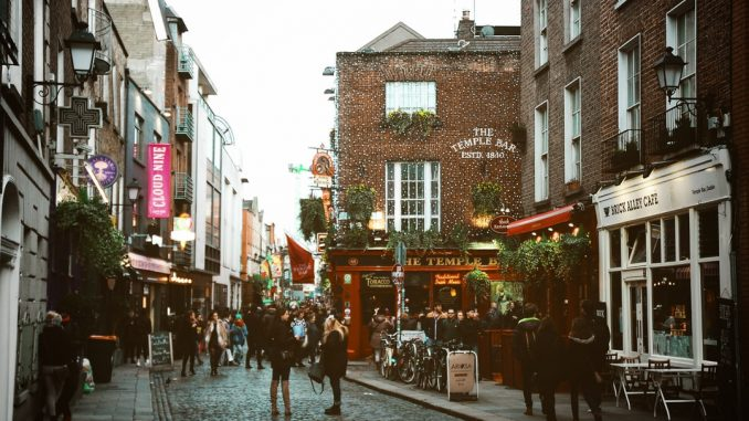 Temple Bar, Dublin by diogopalhais (Unsplash.com)