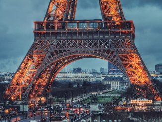I was really happy when I saw Eiffel tower. Like really really happy. It was rainy and gloomy but perfect. by soroushkarimi (Unsplash.com)