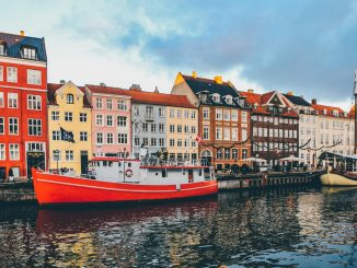The Wonderful Nyhavn by nickkarvounis (Unsplash.com)