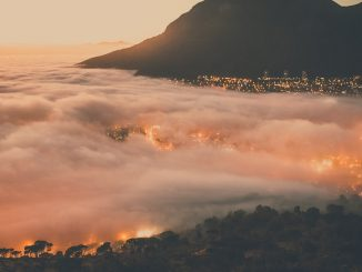 Cape Town in clouds by connorvercueil (Unsplash.com)