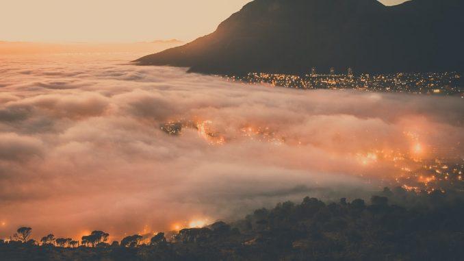 Cape Town in clouds by connorvercueil (Unsplash.com)
