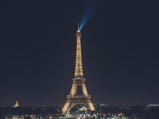 Eiffel Tower at night by jeztimms (Unsplash.com)