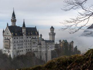 Palace Neuschwanstein by konni (Unsplash.com)