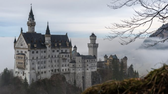 Palace Neuschwanstein by konni (Unsplash.com)