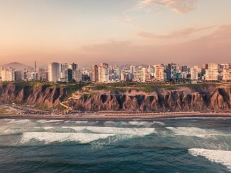 Panorama of Miraflores Coast by willianjusten (Unsplash.com)
