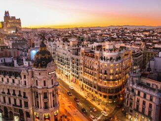 Sunset view of Gran Via in Madrid by florianwehde (Unsplash.com)
