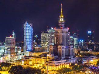 This is Panoramic view of beautifull Warsaw during weekend night. by gliwik (Unsplash.com)