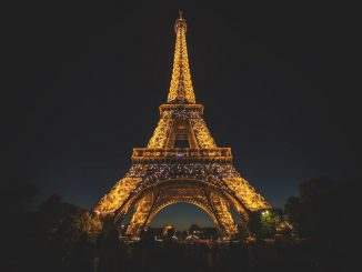 Paris by stephenleo1982 (Unsplash.com)
