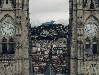 Basílica del Voto Nacional by chandlerhilken (Unsplash.com)