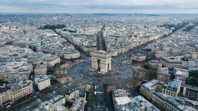 without info we flew a mavic air over paris, france by kugnharski (Unsplash.com)