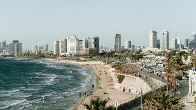 Tel Aviv by adamjang (Unsplash.com)