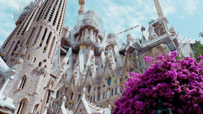 La Sagrada Familia by strider_ (Unsplash.com)