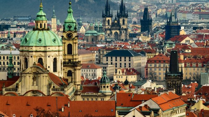 Panorama of Prague's Old Town by dmitrypraguephotos (Unsplash.com)