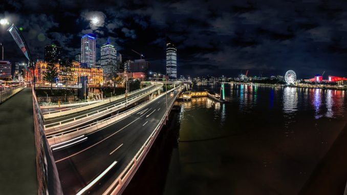 Brisbane city night panorama with buildings and river by michael75 (Unsplash.com)