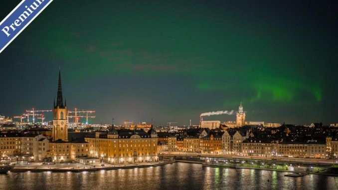 Northern Lights over Stockholm by micaelwidell (Unsplash.com)